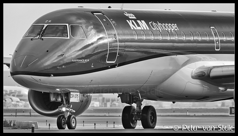 8054528_KLMCityhopper_ERJ190_PH-EZR_nose_AMS_01122017.jpg