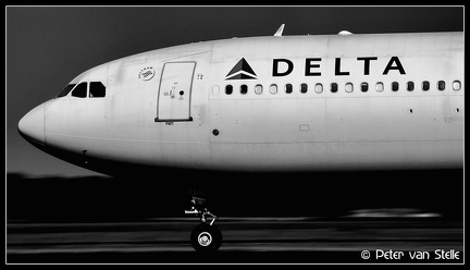 8016645 Delta A330-300 N806NW nose AMS 01062014