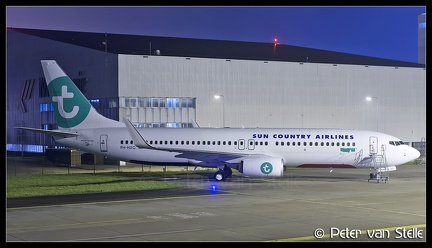 6102942 SunCountry B737-800W PH-HXG basic-Transavia-colours AMS 26102017